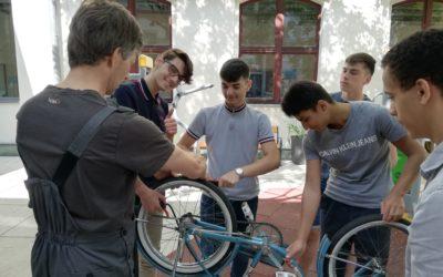 """""""Bike-Kitchen"""" – Fahrradreparatur-Selbsthilfe-Workshop"""